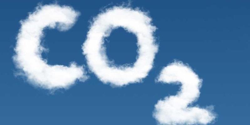 CO2- Fußabdruck und und Schadstoff-Ausstoß einzelner Brennstoffe